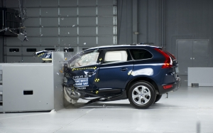 2013-Volvo-XC60-crash-test-left-side-view