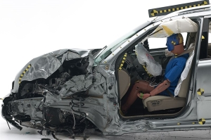 2014-volvo-xc90-crash-test-2